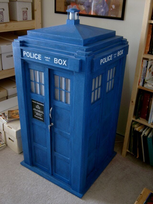 The Blue Box Project Image...OMG how to build a cardboard TARDIS