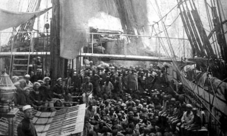Rescued slaves crowd the deck of the HMS Daphne.