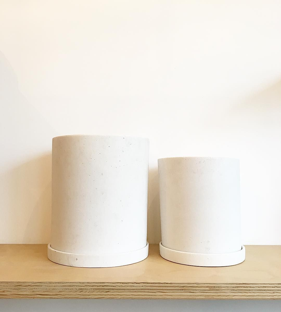 Extra Large White Polystone Indoor Planters With Saucer 400 x 300
