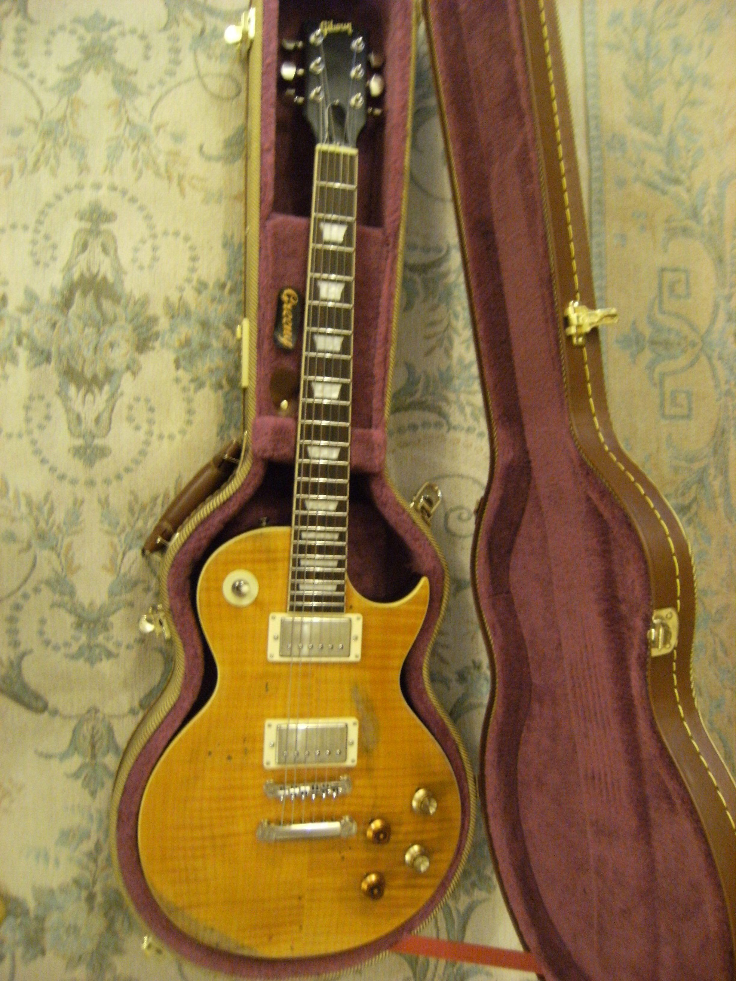 My Tribute Lp The Vintage V100 In Its Case Vintage V100 Vintage Guitar Body