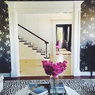 Wallpaper with a black ground for EVA! \\\ Image via: @interiordesigncamp. #InteriorDesigner: @loridennisinc. #decor #decorate #decorating #design #designinspo #designideas #dekor #decoração #home #homedecor #homedesign #homeideas #idcdesigner #inspo #ins