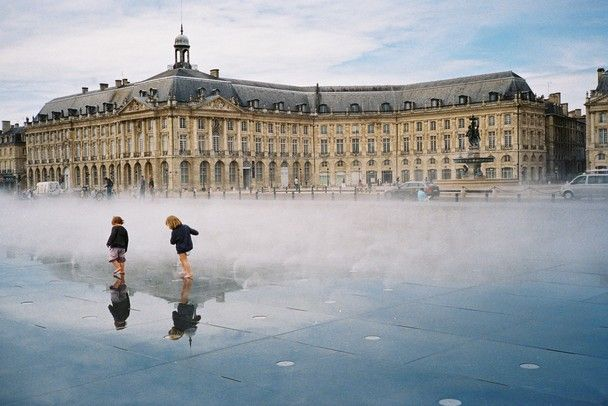 Miroir d 39 eau fountain place de la bourse world heritage for Miroir bordeaux