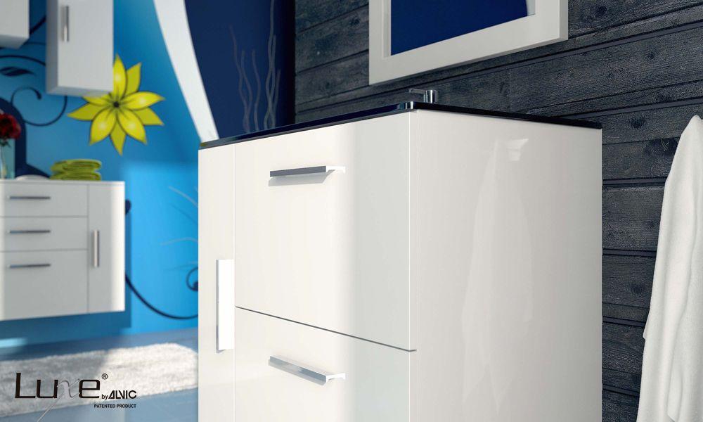 Detalle mueble alto brillo luxe by alvic para ba o - Muebles altos de bano ...