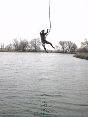 Mona rope swing