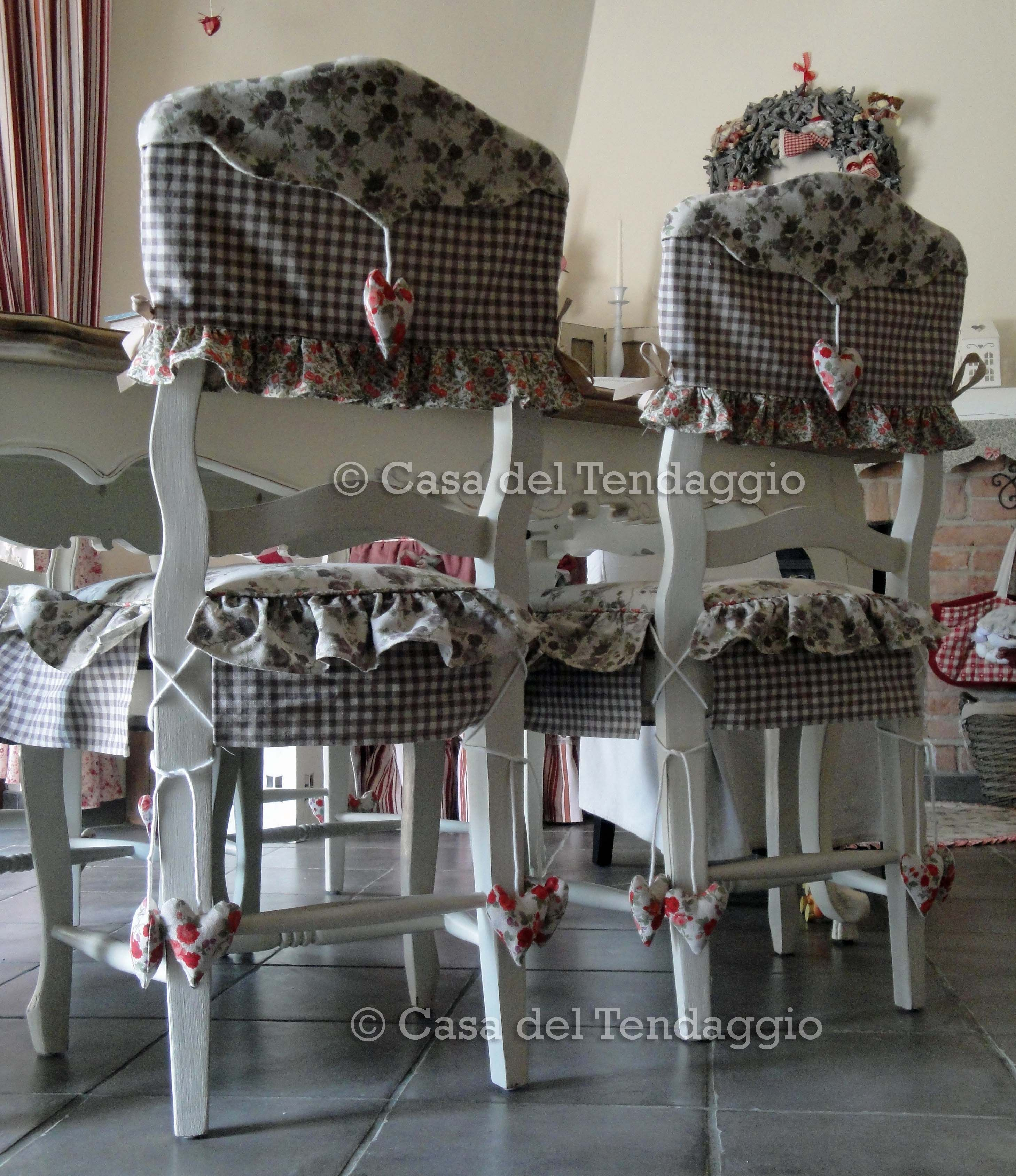 Cuscini confezionati su misura con tessuti coordinati for Rivestimento sedie