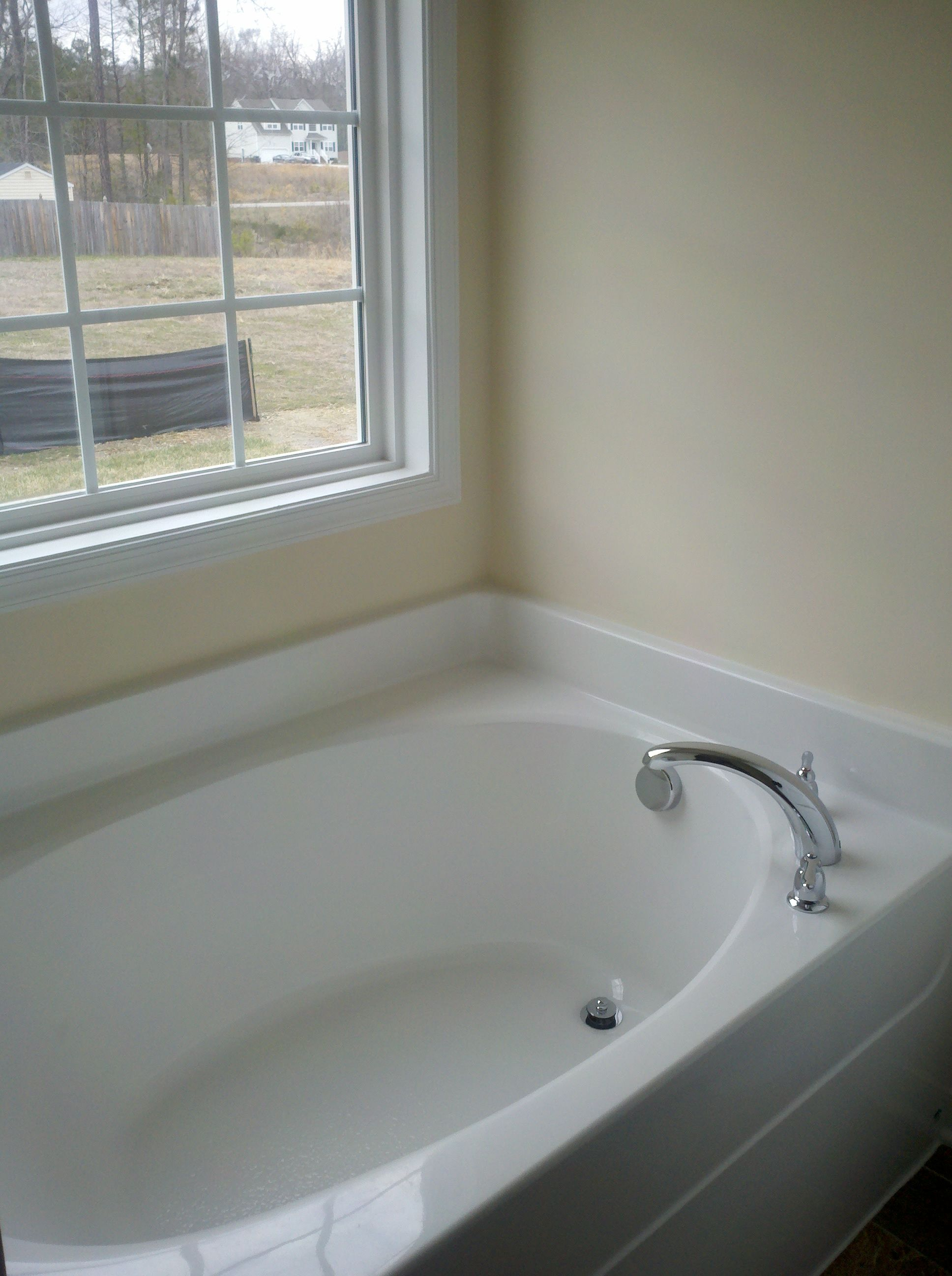 Huge Bath Tub in First Floor Master! | Beautiful Home In Ivystone ...