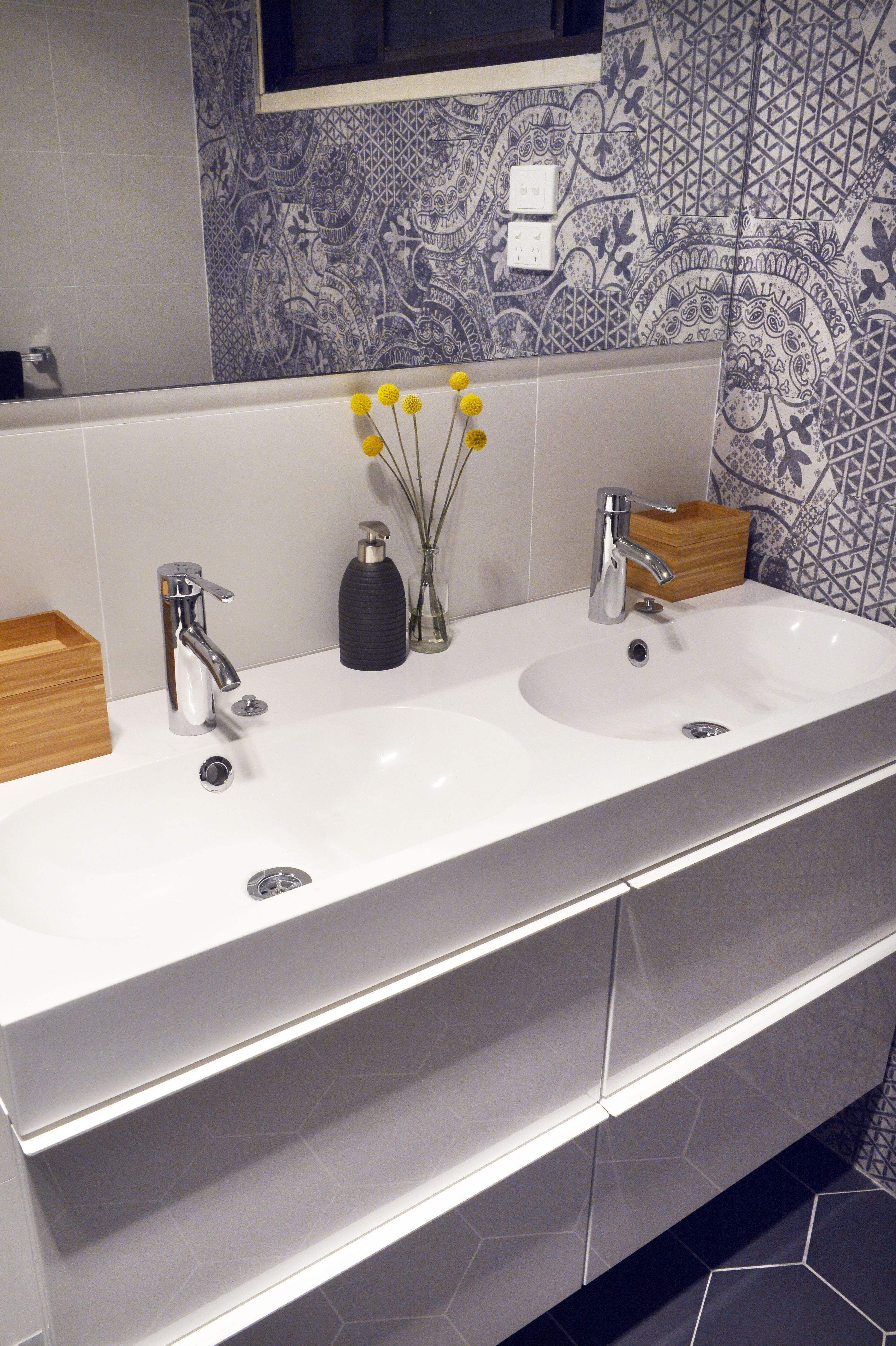 Bathroom Fixtures Geelong quintessenza alchimia bianco nero hexagon mix & alchimia nero