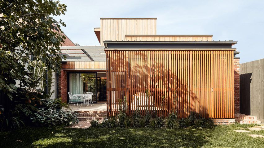 A Folding Screen Of Battens Shields A Timber Clad Extension To An Edwardian Style Home In The Melbourne Suburb In 2020 Melbourne House Carlton House Melbourne Suburbs