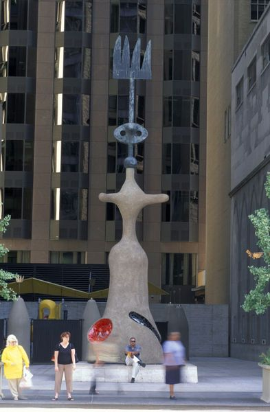 'Miro Sculpure on Washington Street The Loop' von Christian Heeb bei artflakes.com als Poster oder Kunstdruck $18.03