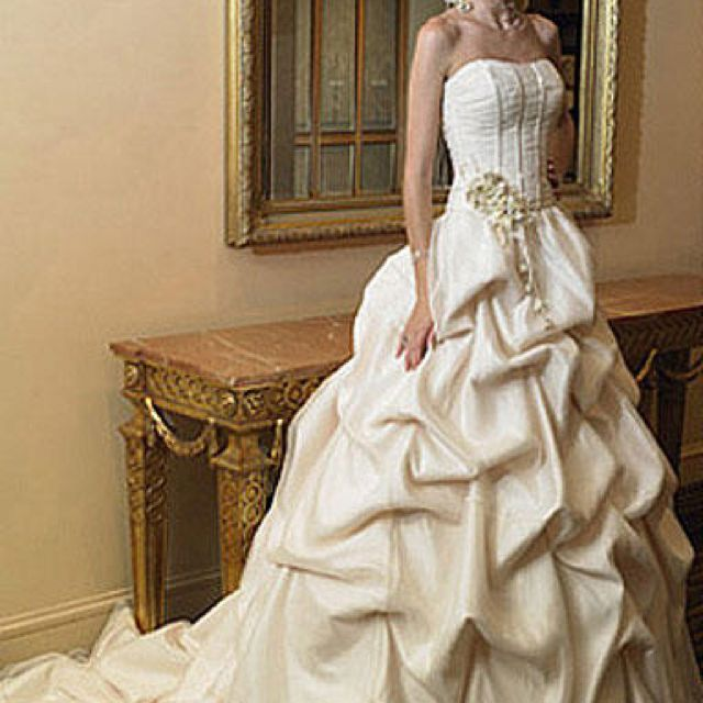 This is my all time favorite:D i want an off white wedding dress
