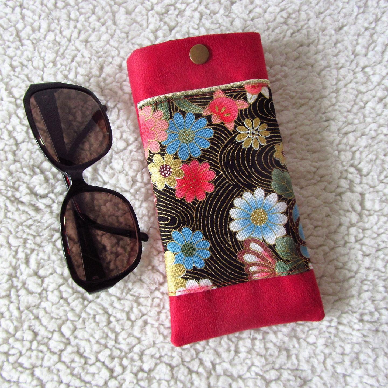 etui lunettes en tissu japonais fleurs et su dine rouge etuis mini sacs par nymeria. Black Bedroom Furniture Sets. Home Design Ideas