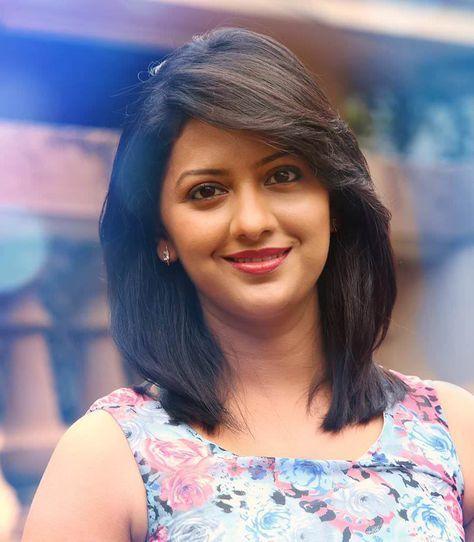 Tejashri Pradhan Marathi Actress Photos,Biography,Wallpapers | Girls