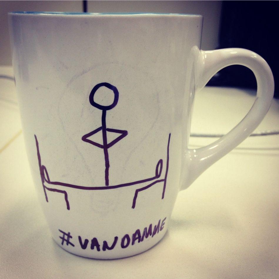 Encha uma xícara de café e ouça a parte 2 do PodCast sobre coisas que gostamos. E lembre-se: Retroceder Nunca, Render-se Jamais! bit.ly/diariodebordo040 #cafe #cafeina #vandamme #brigadeiro #pizza #batman #ufc #fullcontact #massacrente