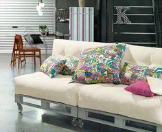 weißes Sofa aus Paletten buntes Kissen toller Hingucker #aus #farbenfrohe #Hing…
