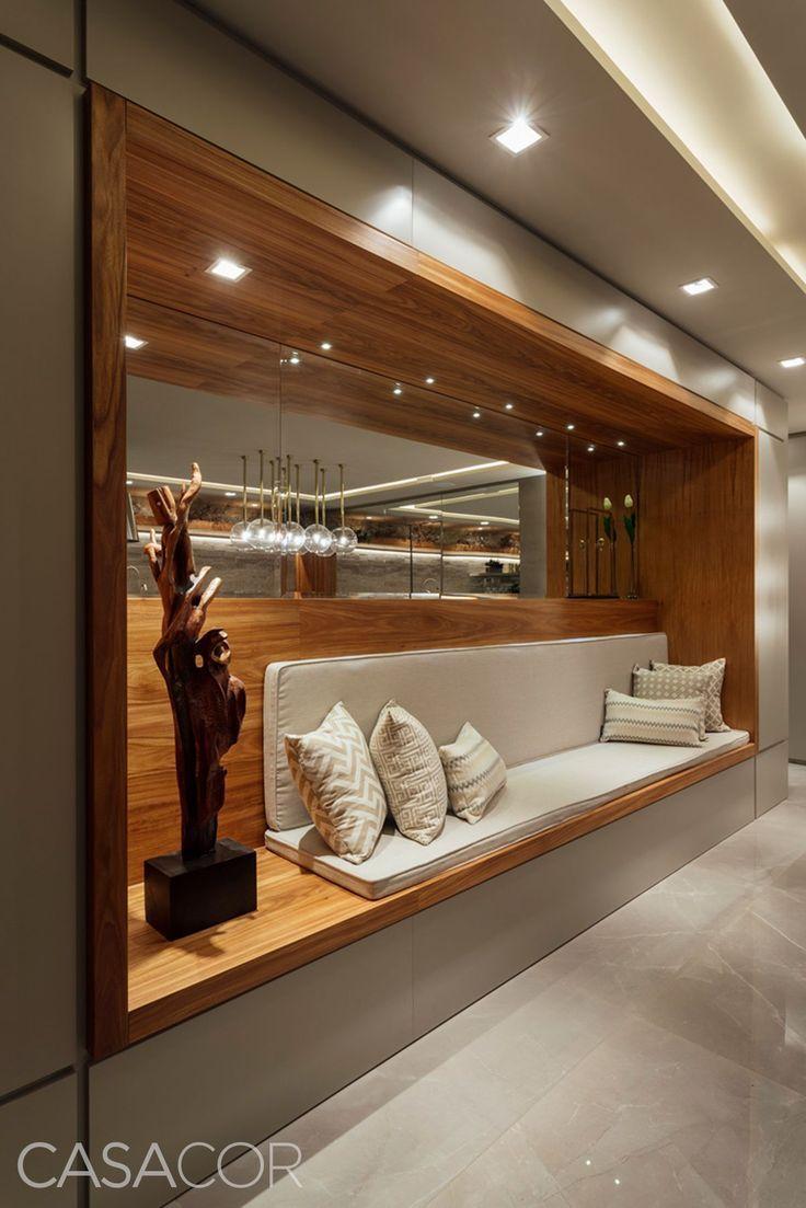 Hallendekoration mit dekorativen Glasvasen #SalaDe... - #dekorativen #Glasvasen #Hallendekoration #mirror #mit #SalaDe #hallwaydecorations