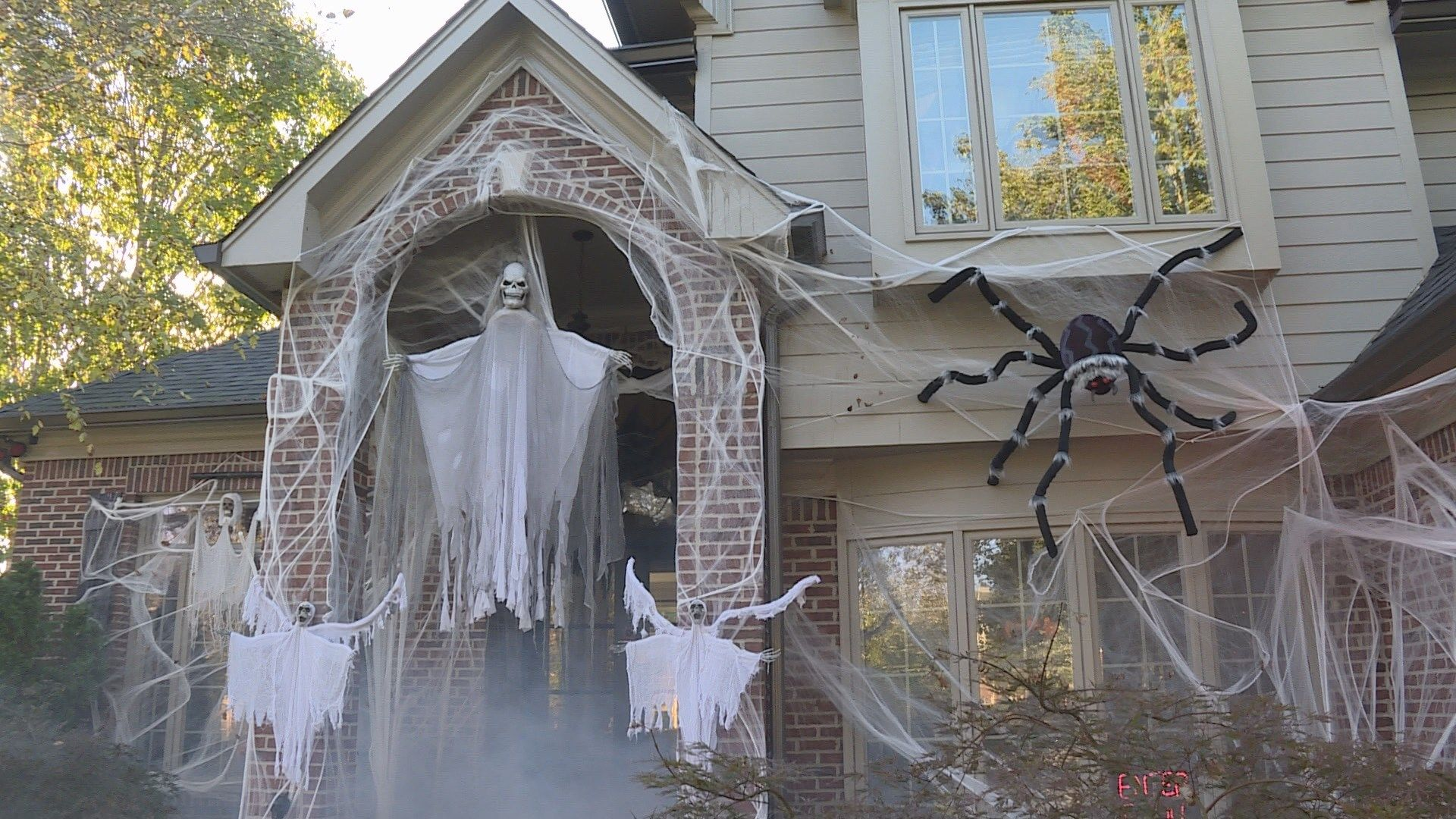 Knoxville family goes over the top with Halloween decorations