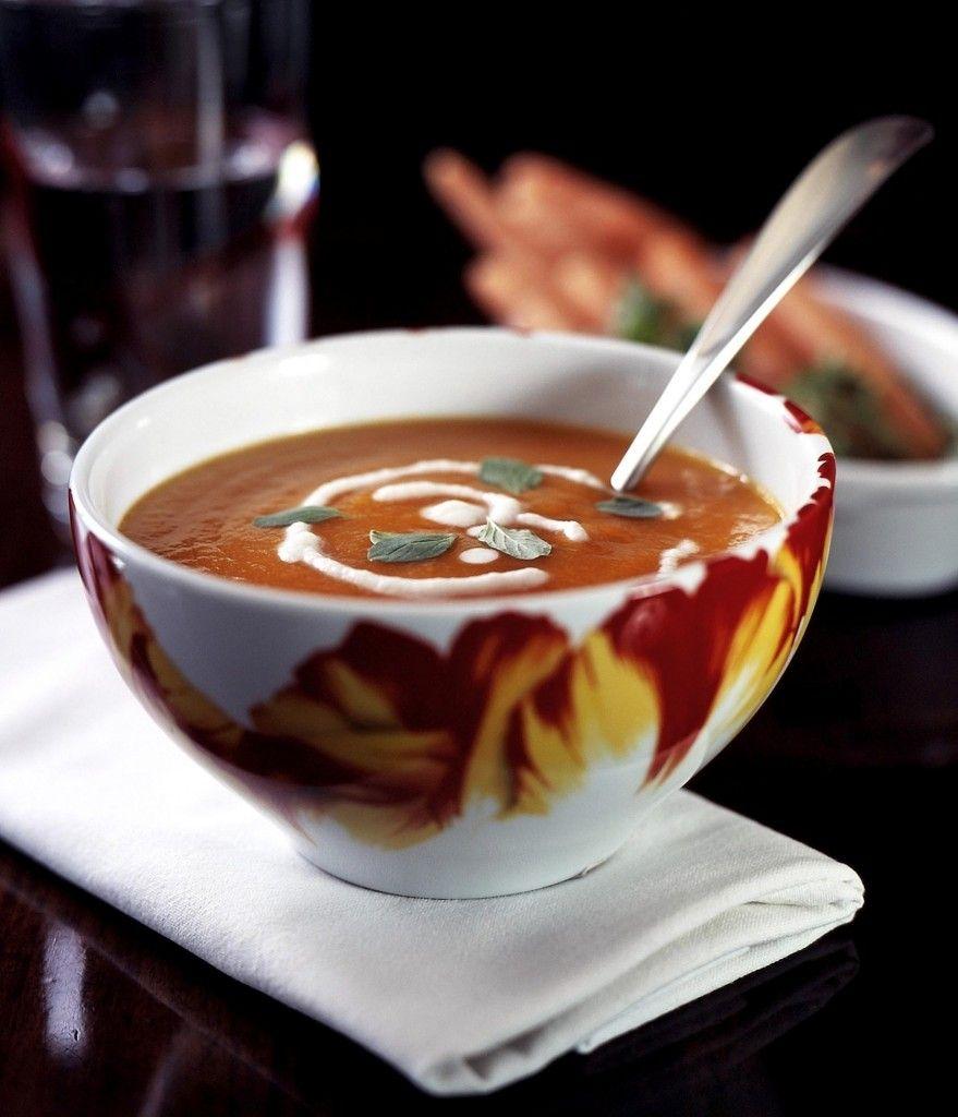 La Ricetta per il Salmorejo pomodoro e tabasco. Zuppa spagnola che viene servita fredda, molto spesso con del ghiaccio. Consistenza diversa dal gazpacho.