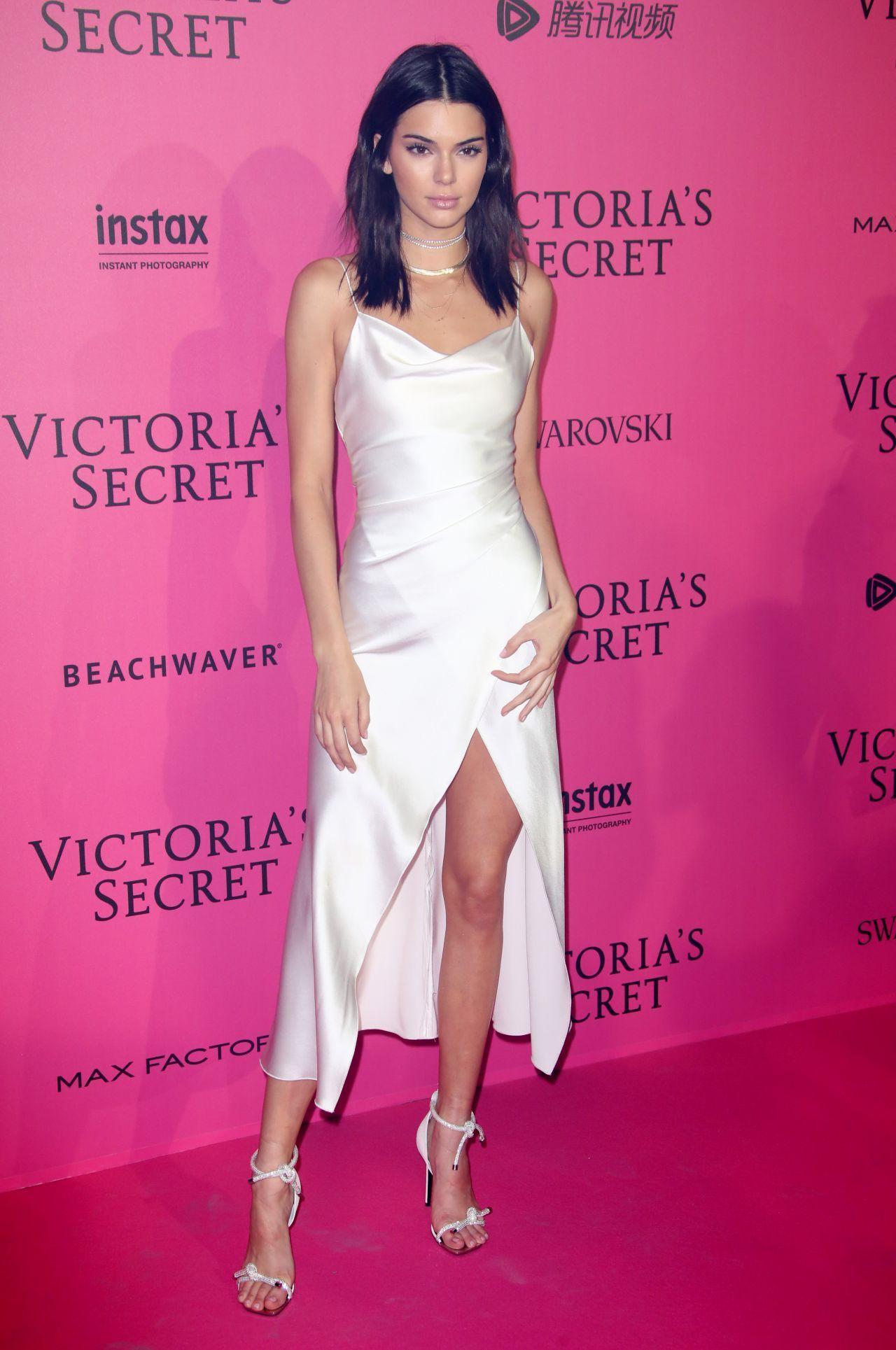Kendall Jenner Celebrity Cocktail Dress Fashion Celebrity Dresses [ 1929 x 1280 Pixel ]