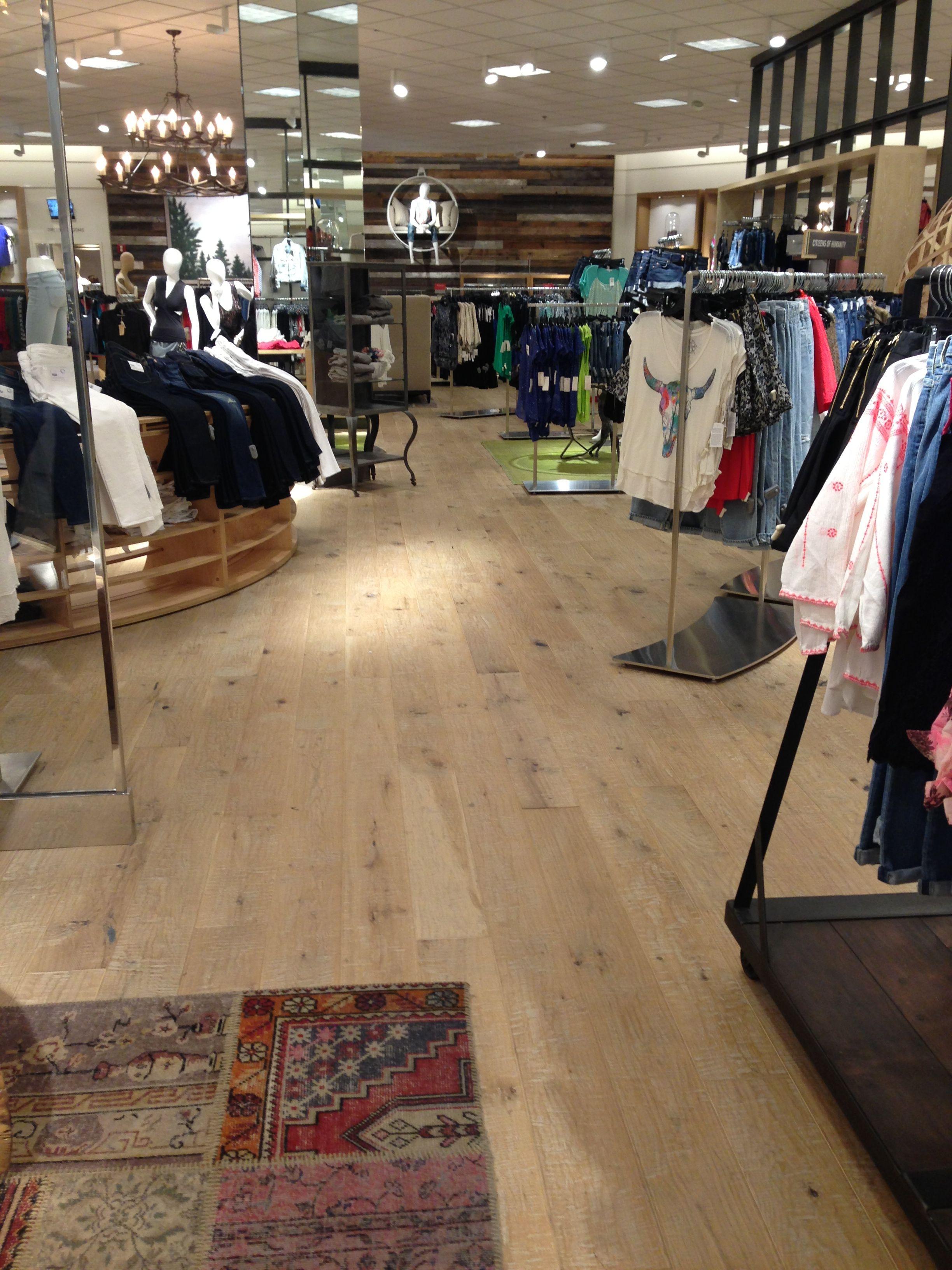Oak flooring... Perfect. Throughout hallways, kitchen...