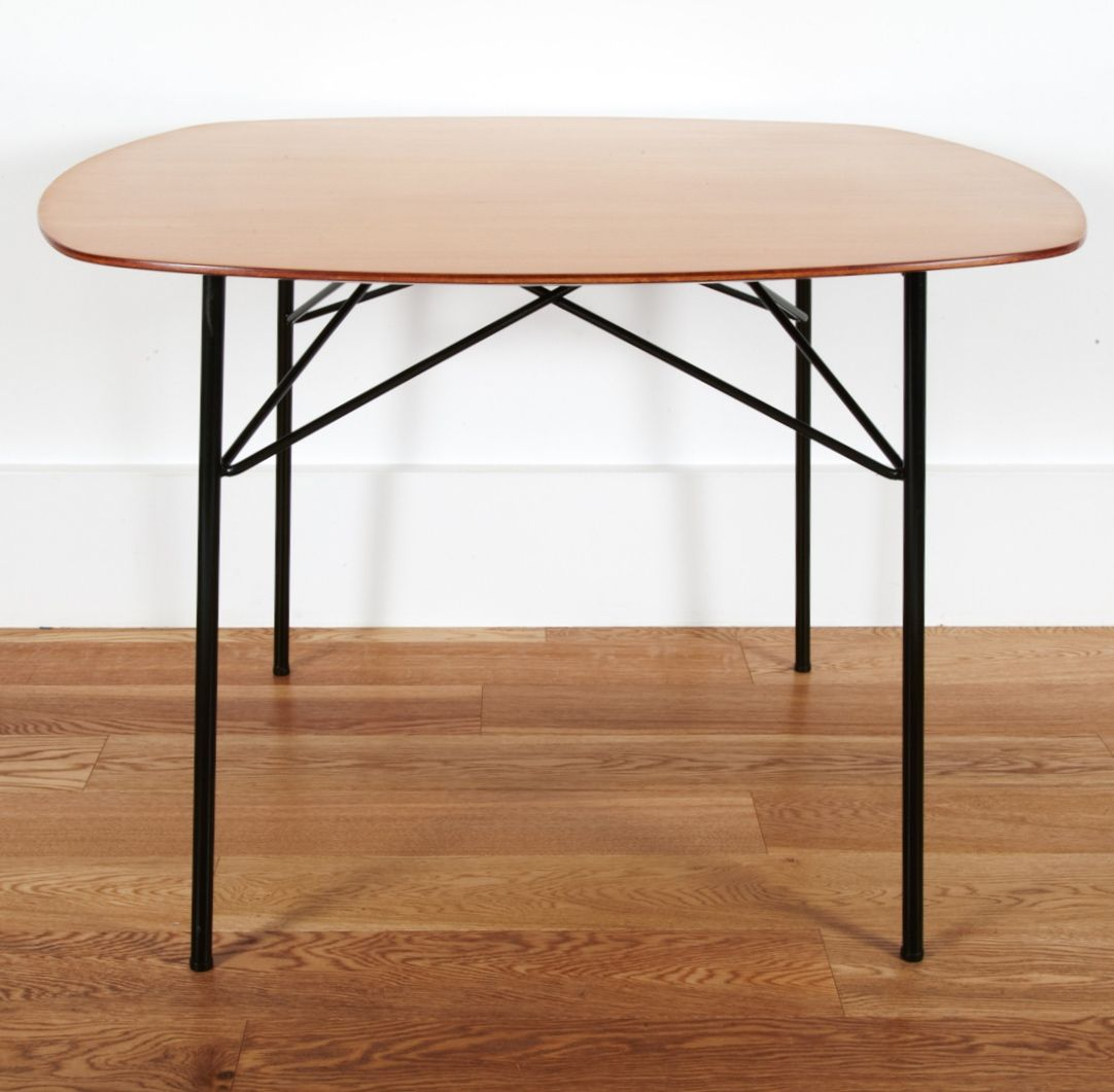Andr Simard 135 Enameled Metal And Laminated Wood Table For  # Meuble Tv Oval