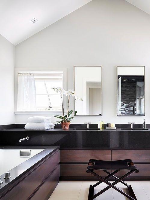 Banheiro e Banqueta de Couro. Arquiteto: Russell Riccardi Architect.