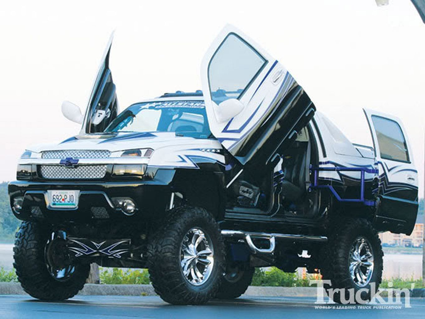 Chevy Avalanche Custom Car Https Www Mobmasker Com Chevy Avalanche Custom Car Chevy Avalanche Jacked Up Trucks Avalanche Truck