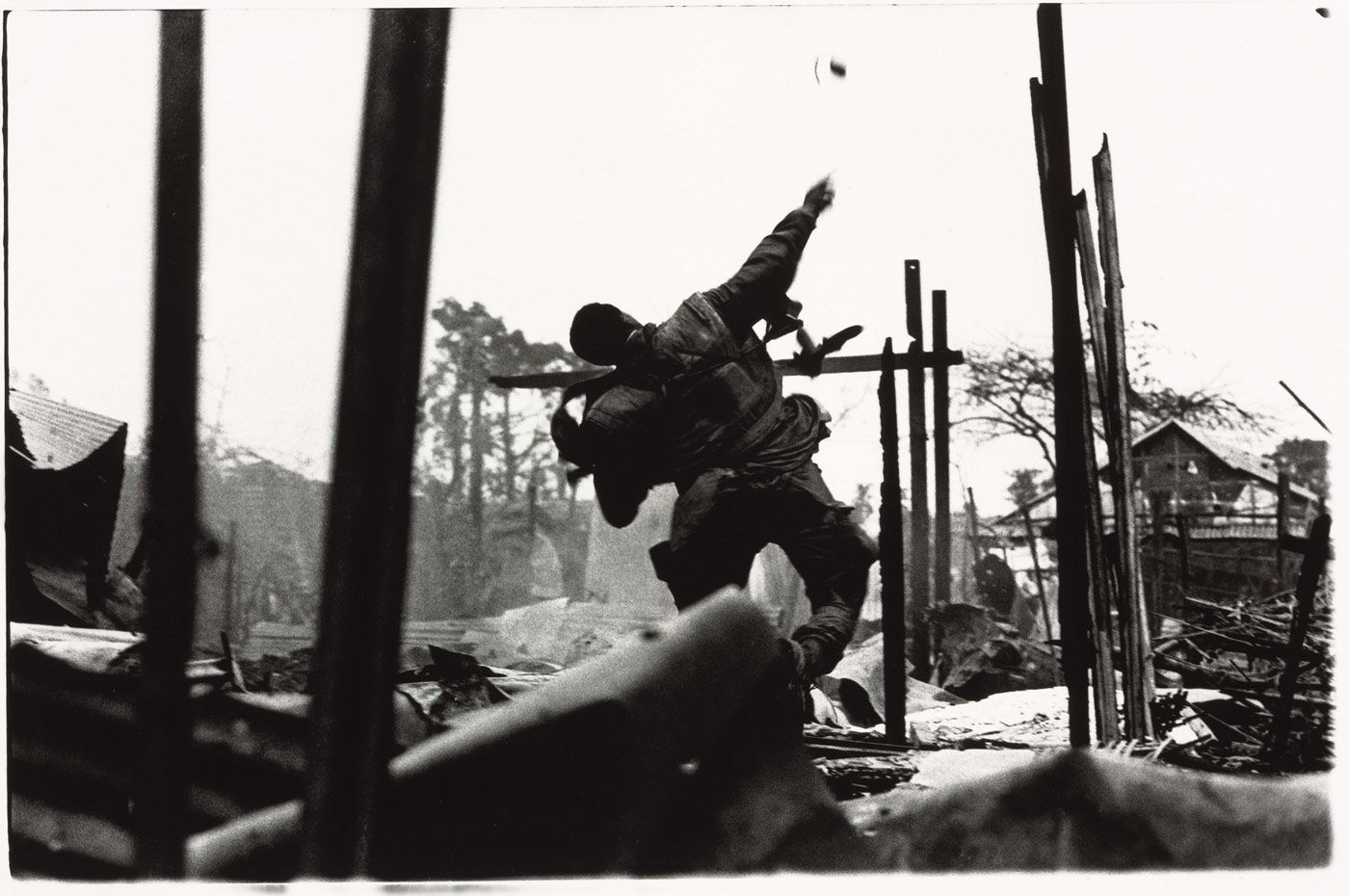 don mccullin us marine throwing grenade tet offensive hu atilde copy south don mccullin us marine throwing grenade tet offensive huatildecopy south vietnam 1968