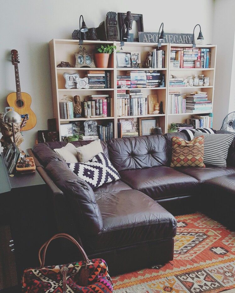 Small Apartment Living Room Bohemian Decorated With Pottery Barn Ikea Kilimleather Sectional
