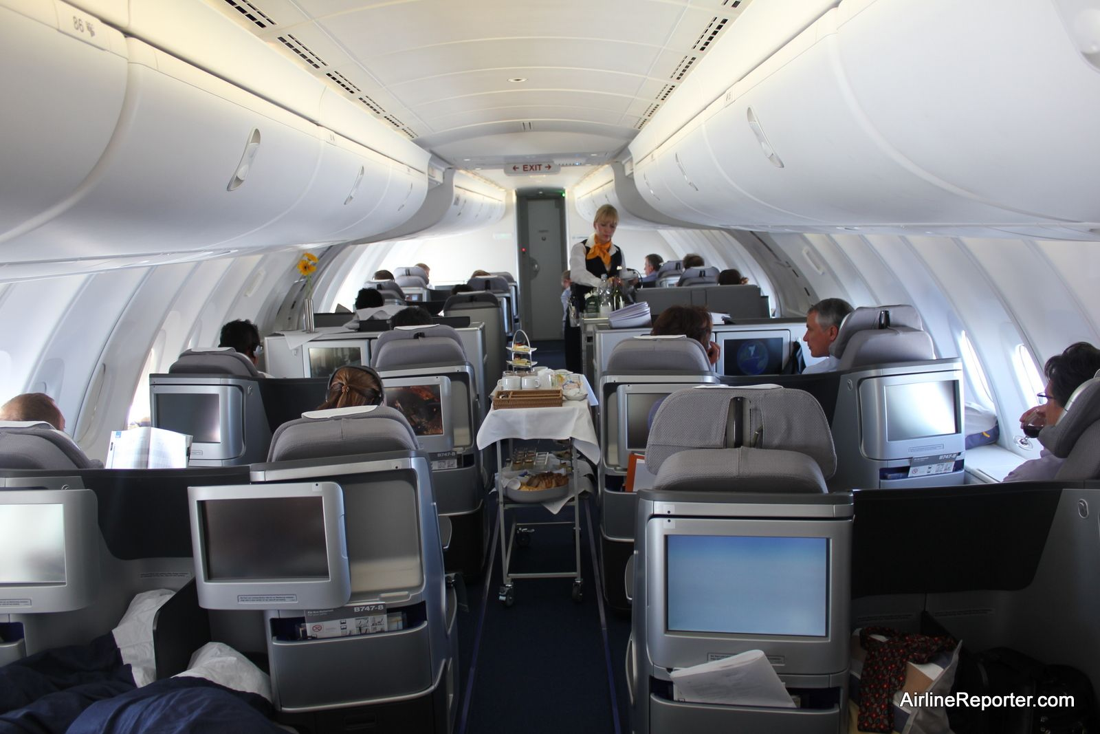 Flying on the inaugural boeing 747 8 intercontinental for Boeing 747 8 interieur