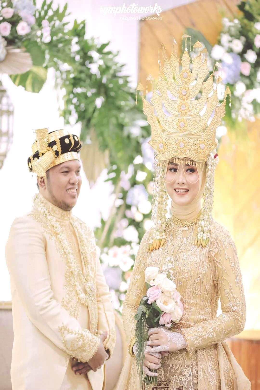 Peoplewedding Decoration Catering Wedding Moment Ismi Wo By Mc 2 Wedding Moment Wo By Mc In 2020 Indonesian Wedding Wedding Moments Wedding Decorations
