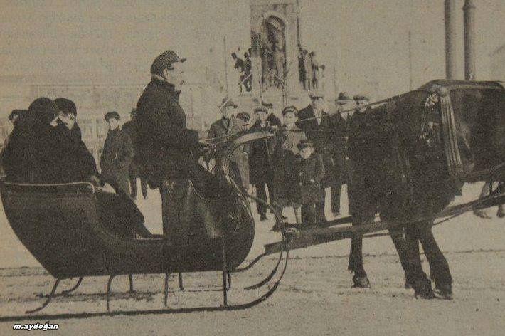 Zamanında da bugünkü gibi kışlar olyurdu Taksim 1929 kışı.