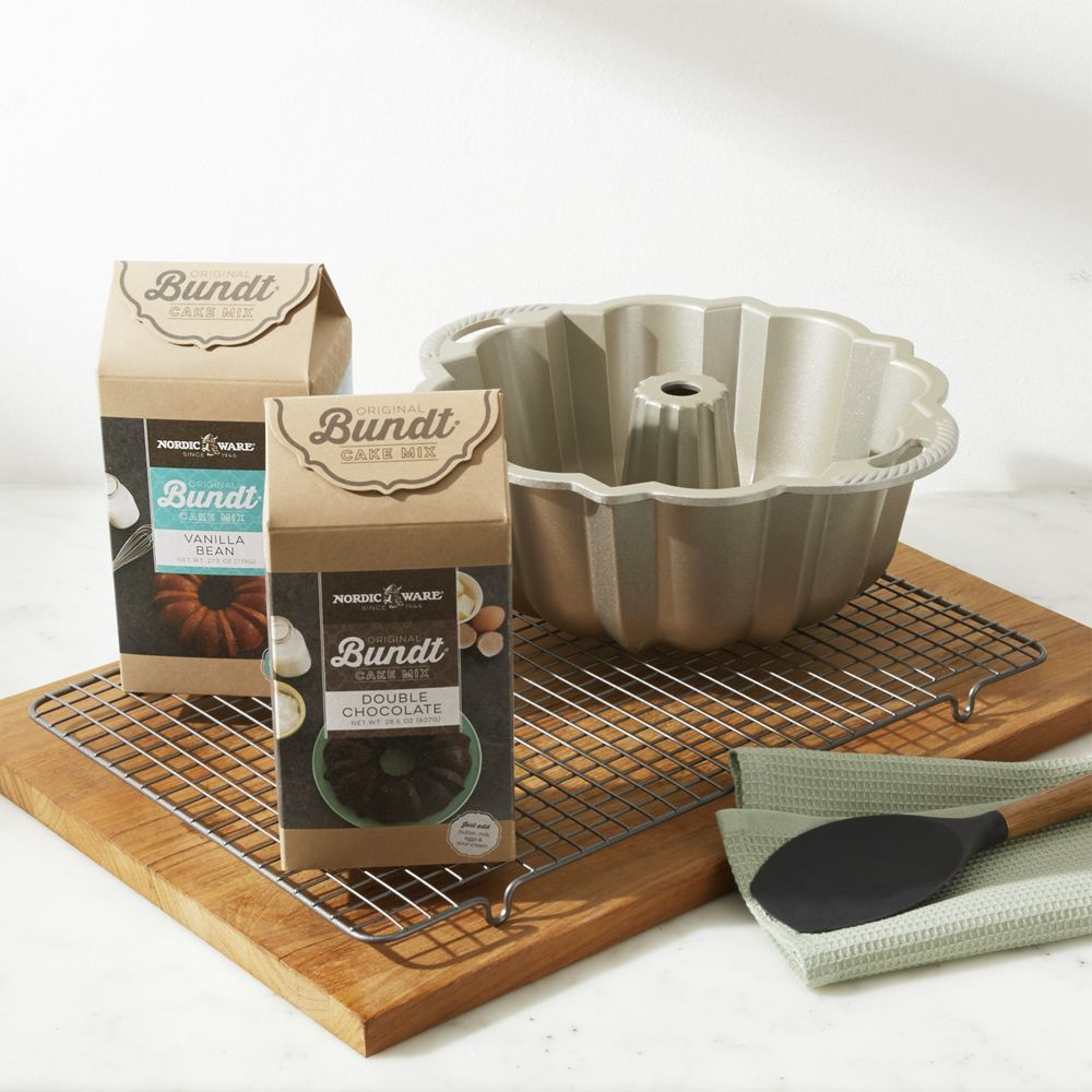 Nordic Ware Silver Anniversary Bundt Pan With Cooling Rack