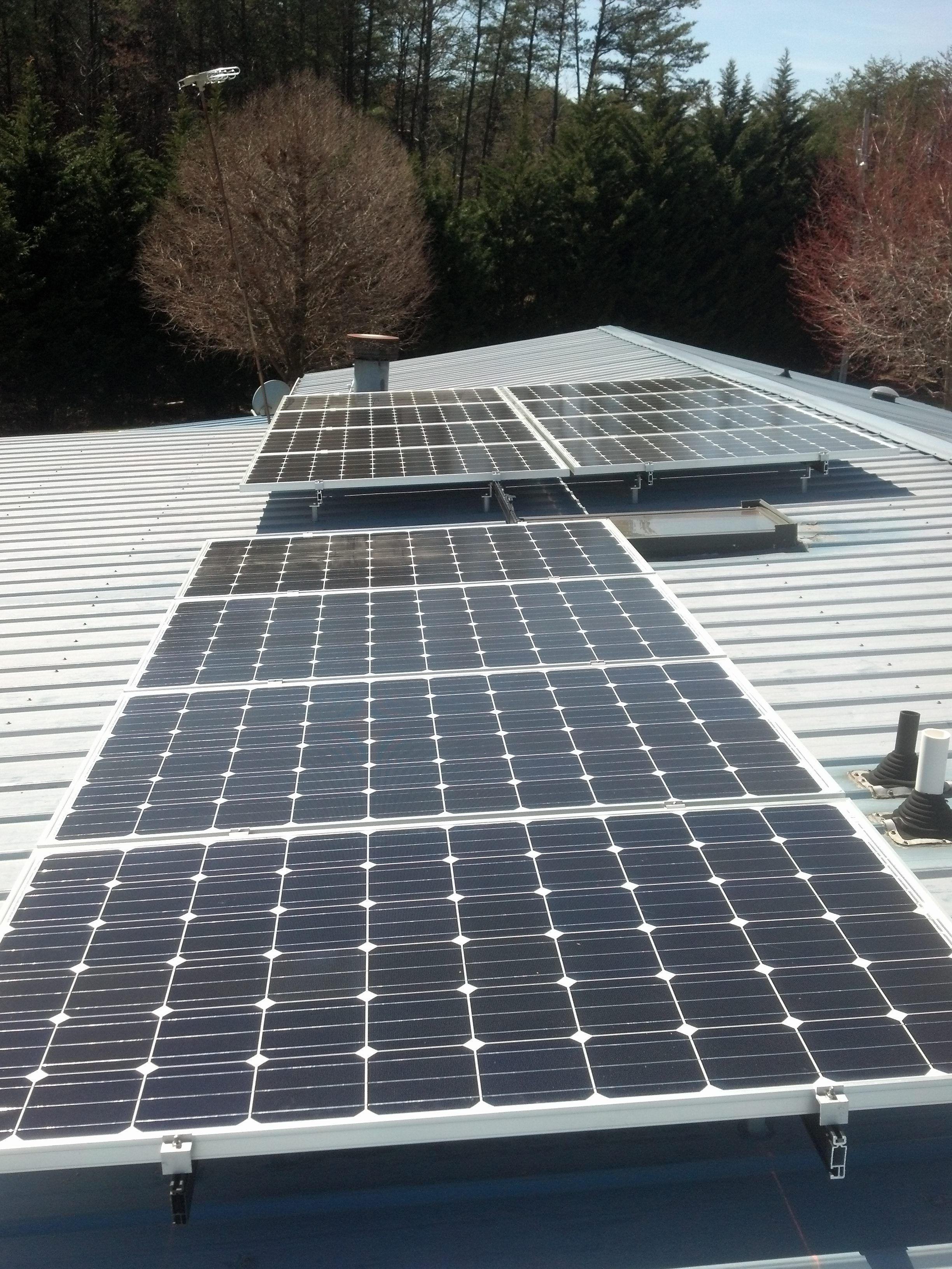 A Home In Pinnacle Nc Gets A 3 12 Kw Solar Array Putsolaronit Solar Solar Panels Roof Solar Panel