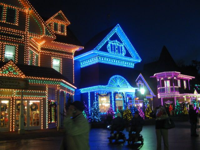 dollywood pigeon forge tn during the christmas season