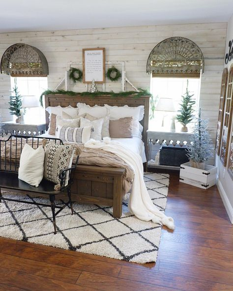 Superbe Farmhouse Bedroom // Farmhouse Bed // Rustic Decor // Christmas Bedroom