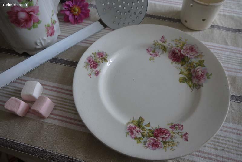 Ancienne assiette , décor de roses  Brocante de charme atelier cosy.fr