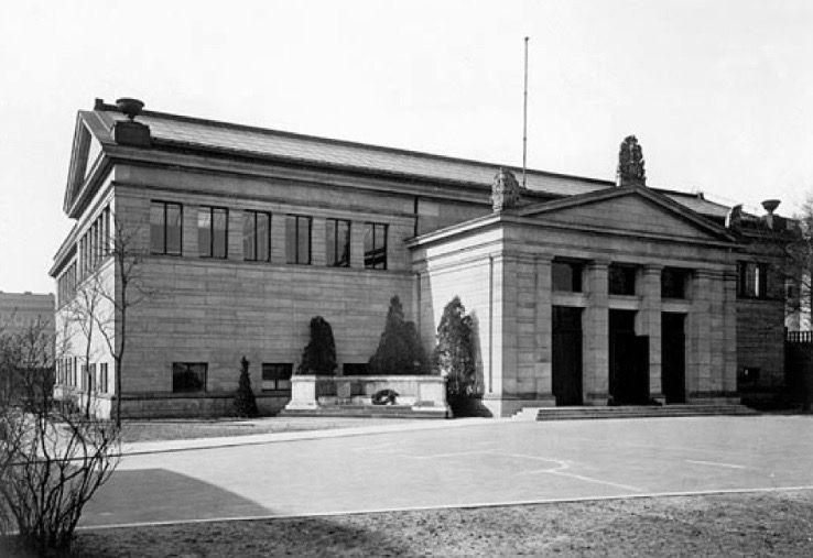 Das Erste Pergamonmuseum Zeigt Aussen Schlichte Eleganz Und Wirkt Keineswegs Provisorisch Eingang War An Der Spreeseite Des Museuminsels Statt Am Kupfergraben