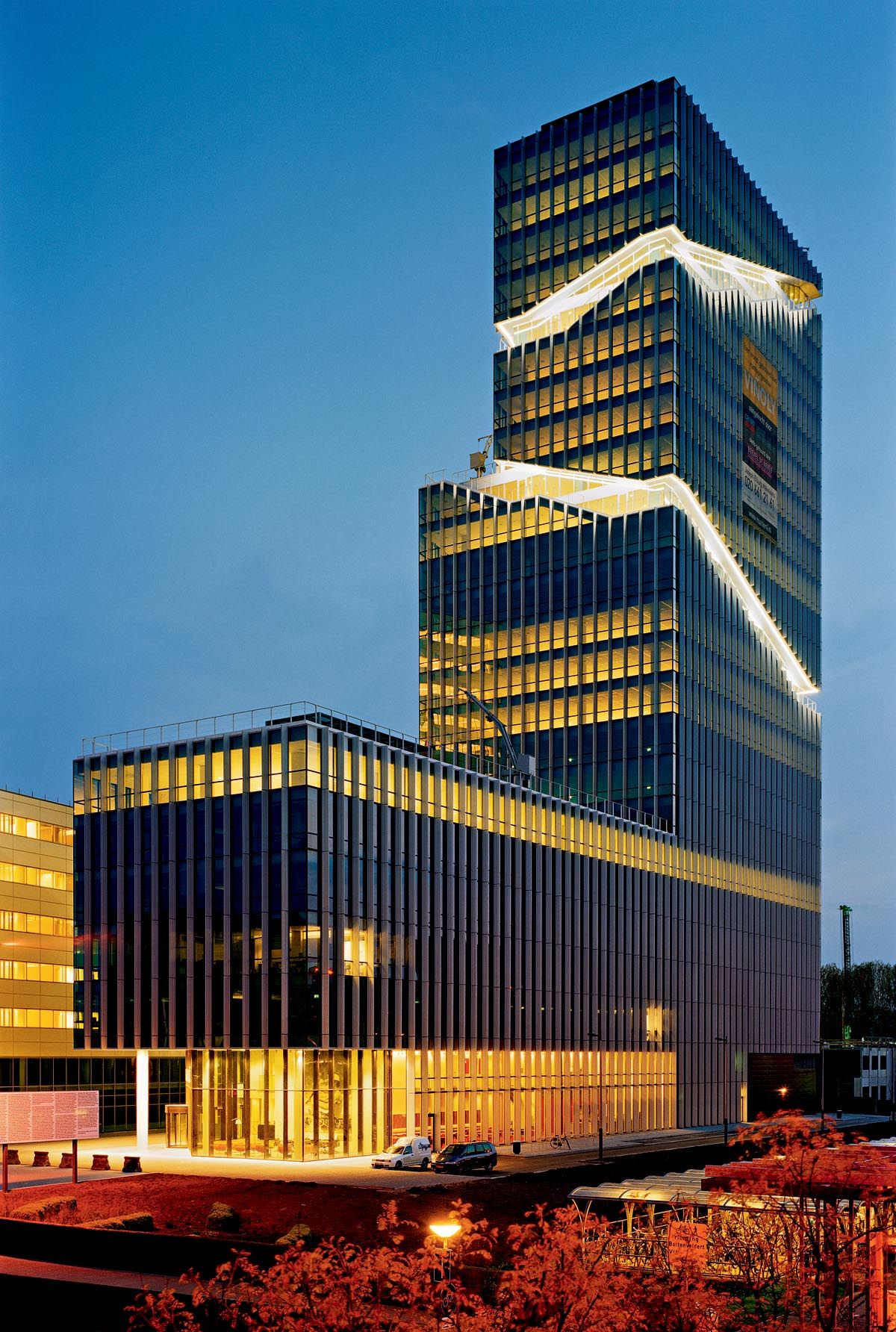 Mahler 4 office tower amsterdam the netherlands by for Architektur niederlande