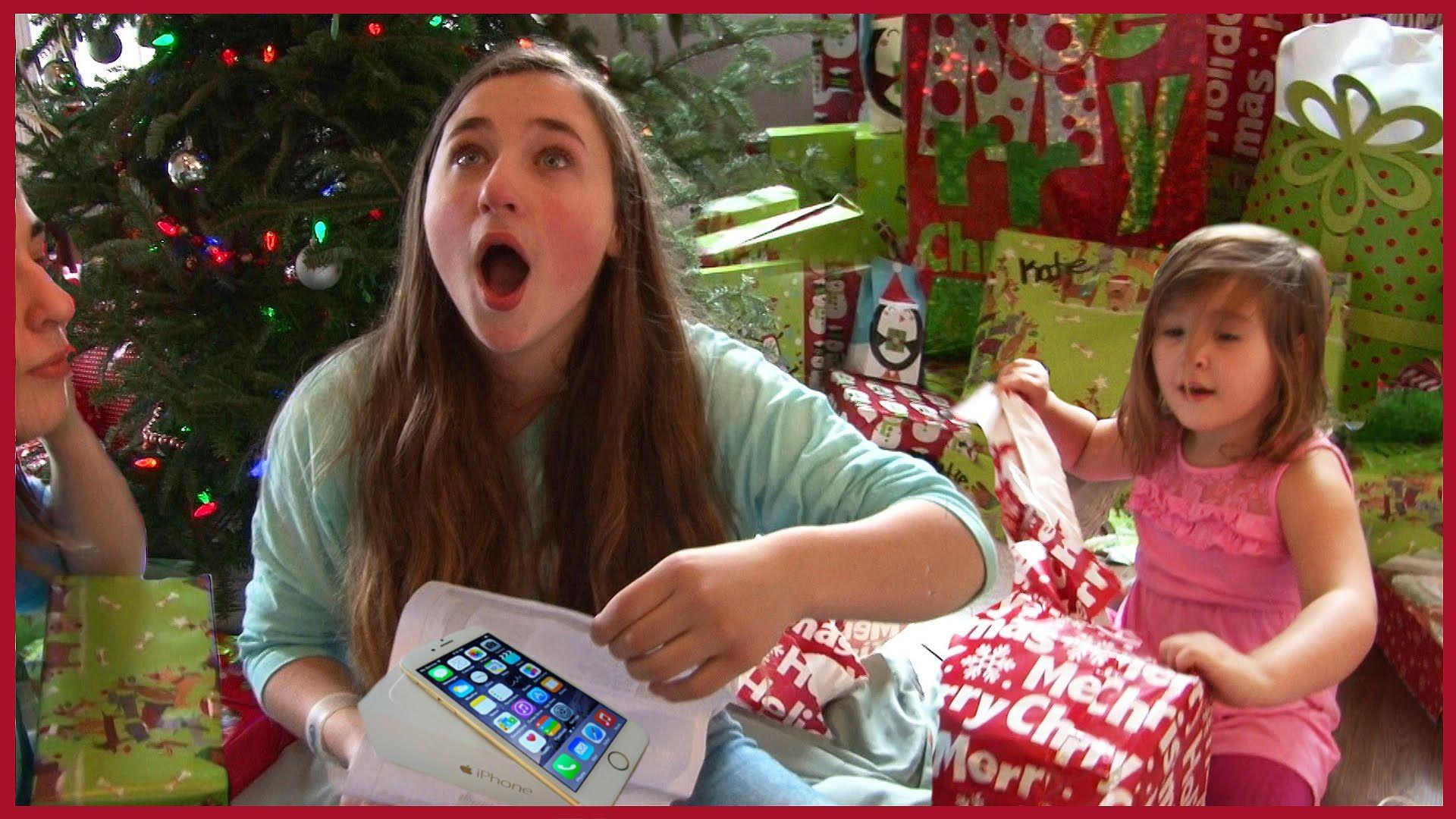 Kids Opening Christmas Presents - Girls Holiday Fun 2015 ...