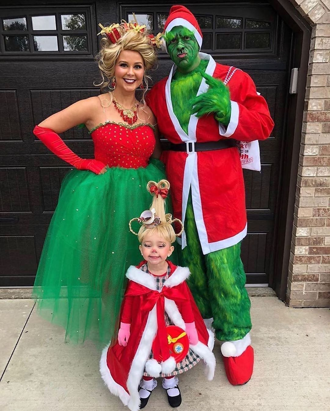 Family Halloween Costume mrsgrube in 2020 Disney