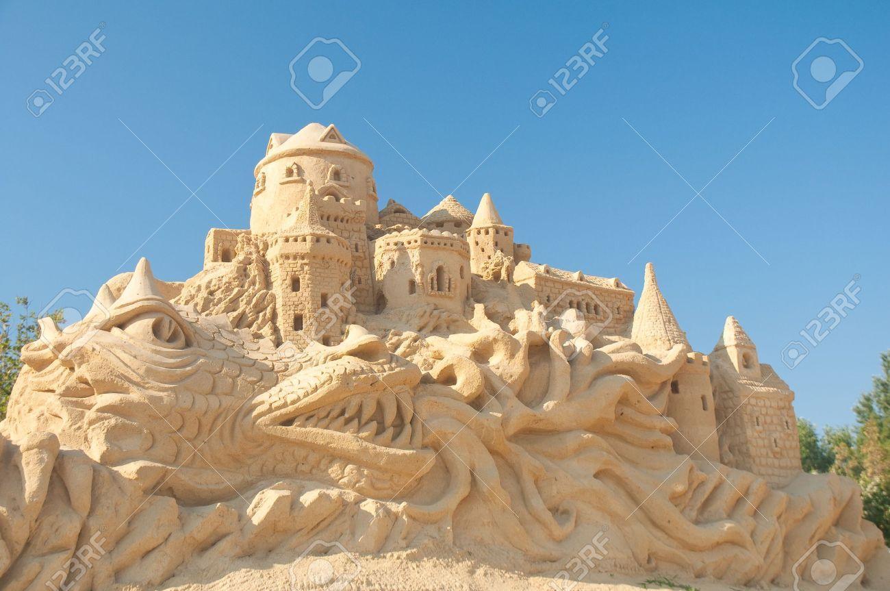11305988-2-Sand-Statuen-Festival-in-Burgas-Bulgarien-2009--Lizenzfreie-Bilder.jpg (1300×863)