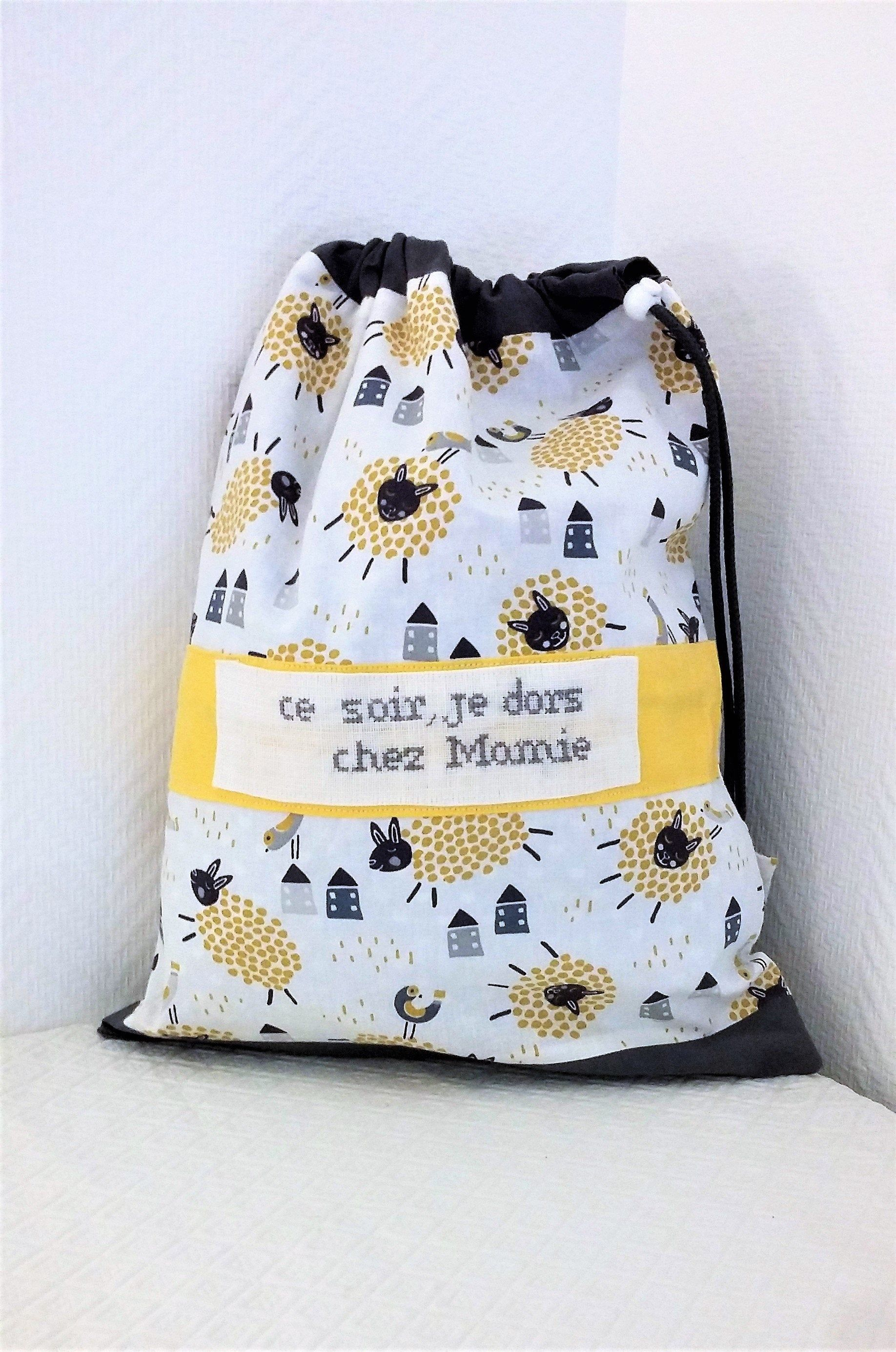 Cadeau de naissance ,sac bébé brodé,pochon,sac de rangement ,sac a couches,sac a goûter ,personnalisé, tons jaune-moutarde et gris