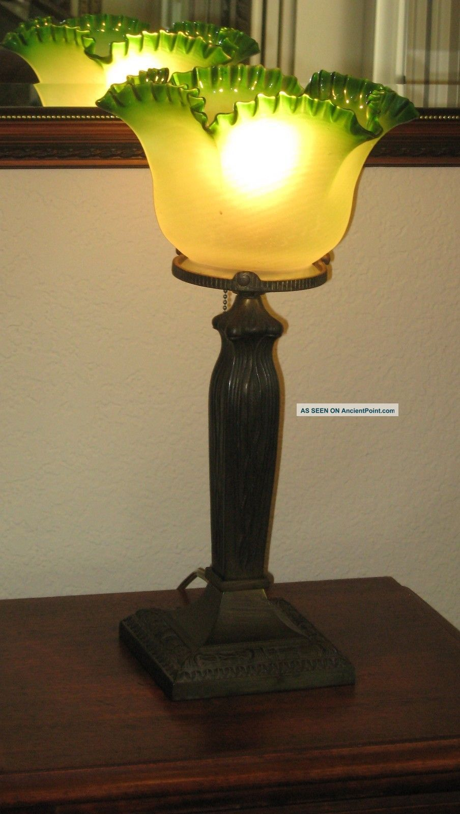 AntiqueVictorianArt Nouveautable lampThe shade is very