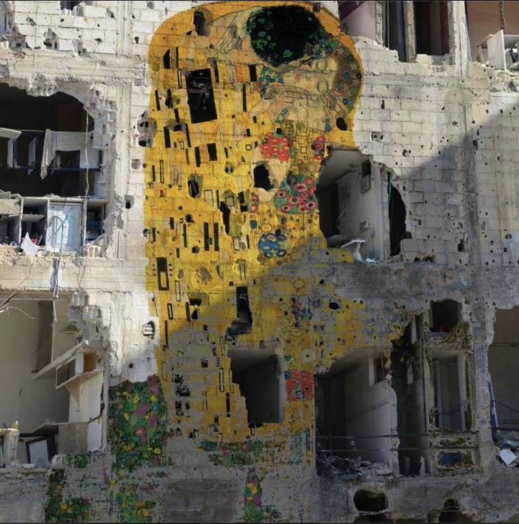 """Freedom Graffiti - Loves by Domus.  Syrian artist tammam azzam and his personal gustav klimt's """"the kiss"""" on war-torn building in Syria."""