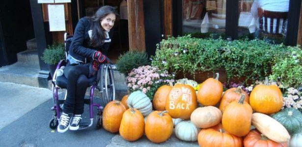 De malas e cadeira de rodas, blogueira embarca para o segundo intercâmbio | Portal PcD On-Line