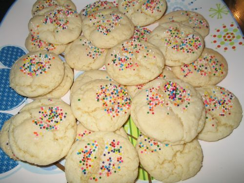 I have a confession to make.   I hate decorating cookies. And cakes. And most anything else.   Maybe hate is too strong a word, but every ye...