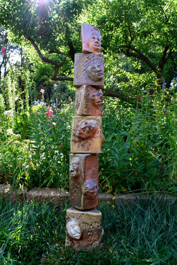 Garden Totems: 28 Design Ideas in Glass, Ceramic, Mosaic and Wood ...