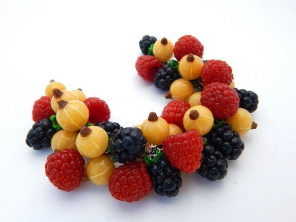 Berry bracelet from polymer clay.  Author Polynastudio
