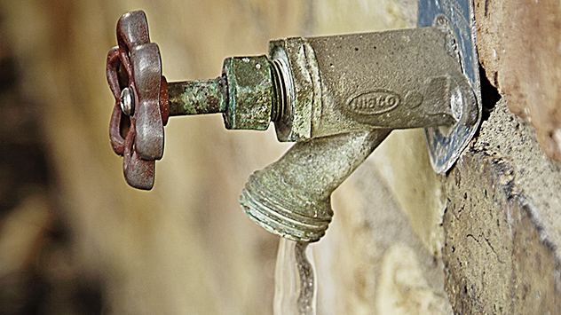 how to stop an outdoor faucet from