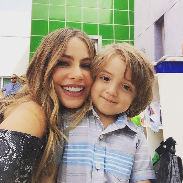 Sofia Vergara On Instagram Fulgencio Modern Family Gloria Modern Family Funny Modern Family